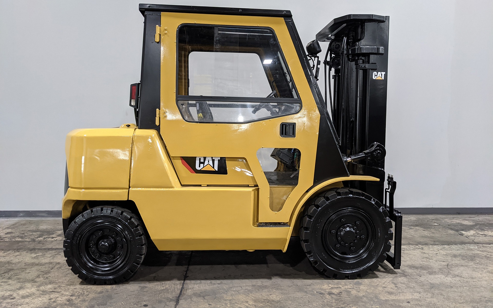 Used 2004 CATERPILLAR DP40K    Cary, IL